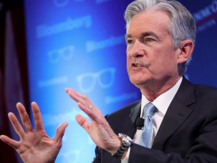Powell cede a Trump. La Fed lascia i tassi invariati