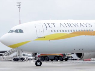 Jet Airways sospende tutti i voli