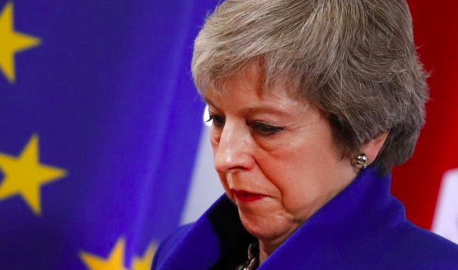 Theresa May si accinge a un'amara uscita di scena