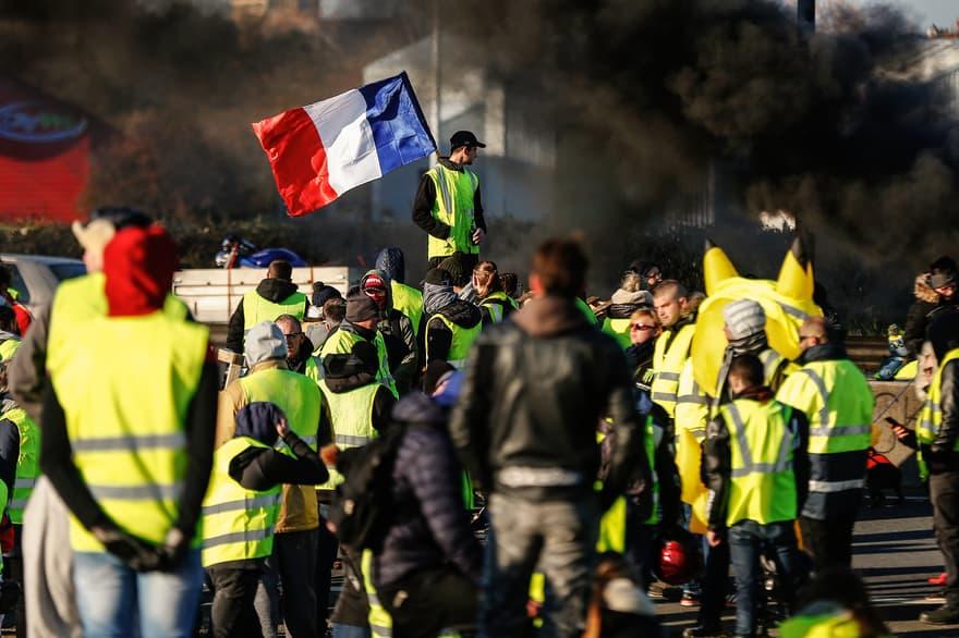 Francia, l'atto 26 dei gilet gialli oggi si sposta in provincia