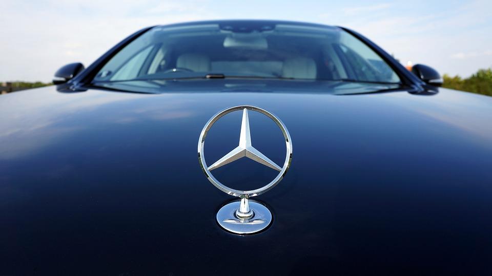 Daimler annuncia tagli al personale nella divisione Mercedes: obiettivo risparmiare 1,1mld